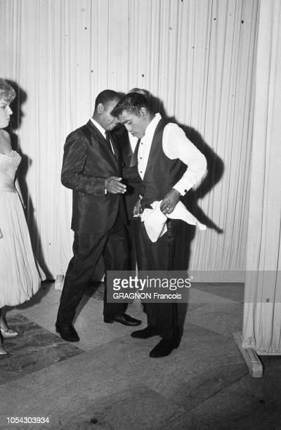 Monaco août 1961 soirée de gala au profit de la Croix Rouge sous la présidence de la princesse Grace au Monte Carlo Sporting Club Ici Sammy DAVIS Jr