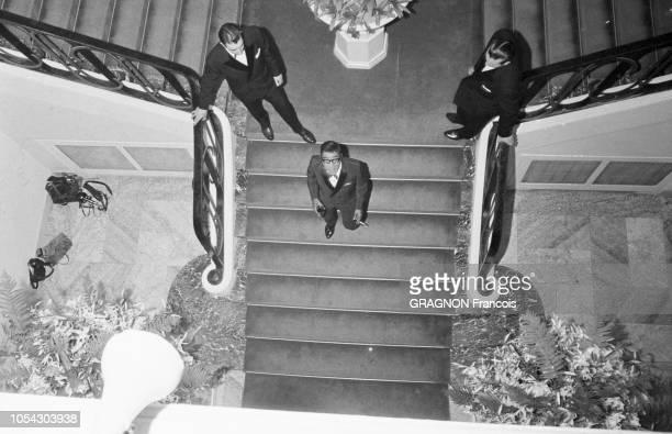 Monaco août 1961 soirée de gala au profit de la Croix Rouge sous la présidence de la princesse GRACE en sarifourreau crevette broché d'or au Monte...