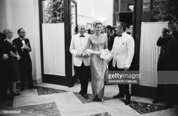Monaco août 1961 soirée de gala au profit de la Croix Rouge sous la présidence de la princesse Grace de Monaco au Monte Carlo Sporting Club Ici...