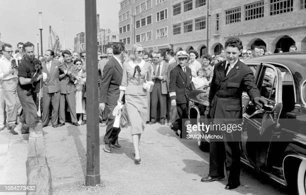 Monaco juin 1956 Le 5 juin 1956 le prince RAINIER et son épouse la princesse GRACE ont terminé leur voyage de noces une croisière de sept semaines à...