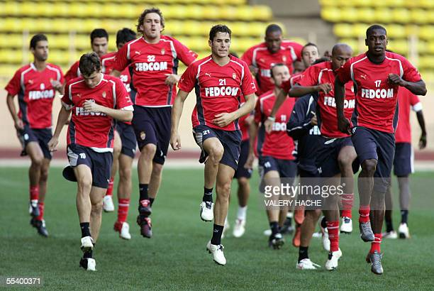 Monaco's players run during a training session 14 September 2005 at the Louis II stadium in Monaco on the eve of the UEFA Cup first round football...