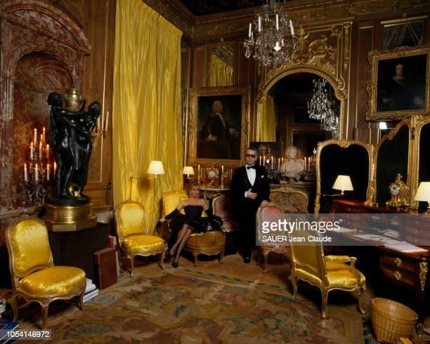 Monaco octobre 1988 Rendezvous avec le couturier Karl LAGERFELD dans sa villa 'L'Amorosa' qui surplombe la baie de MonteCarlo Ici posant dans son...