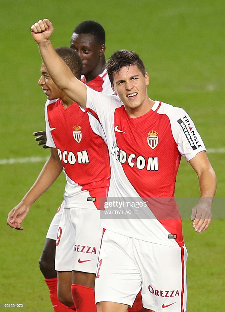 Monaco's Argentinian forward Guido Carrillo (C) celebrates after scoring a goal during the French L1 football match Monaco (ASM) vs Nancy (ASNL) on November 5, 2016 at the 'Louis II Stadium' in Monaco. / AFP / VALERY