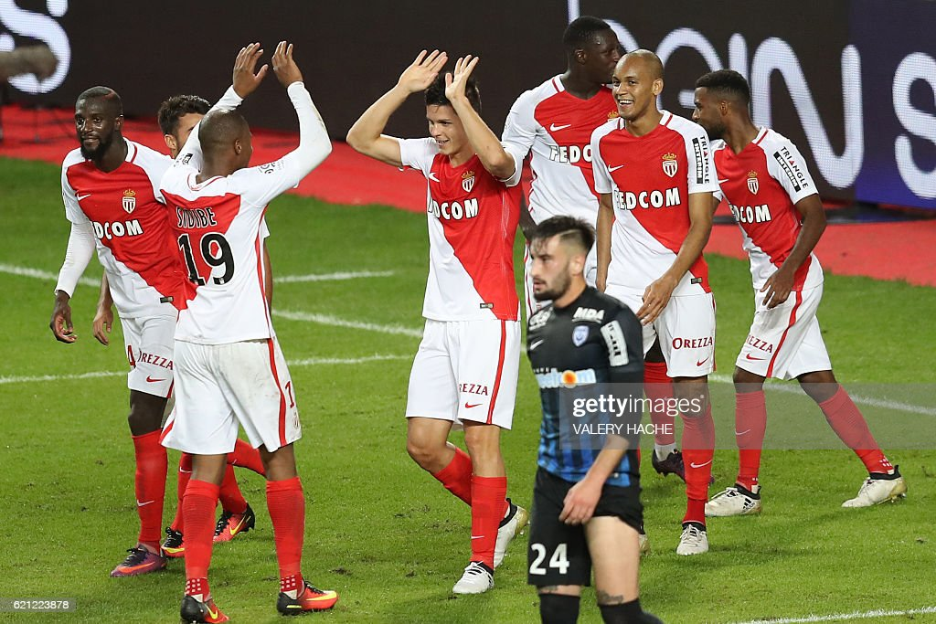 Monaco's Argentinian forward Guido Carrillo (C) celebrates with teammates after scoring a goal during the French L1 football match Monaco (ASM) vs Nancy (ASNL) on November 5, 2016 at the 'Louis II Stadium' in Monaco. / AFP / VALERY