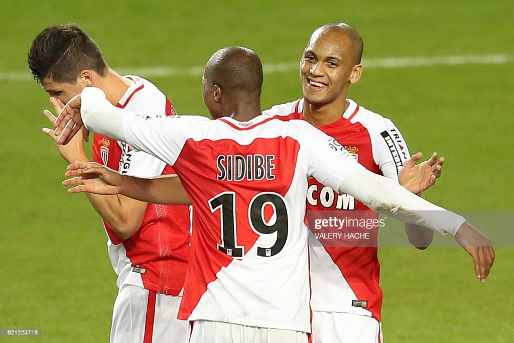 Monaco's Brazilian defender Fabinho (R) celebrates with teammates after scoring a goal during the French L1 football match Monaco (ASM) vs Nancy (ASNL) on November 5, 2016 at the 'Louis II Stadium' in Monaco. / AFP / VALERY