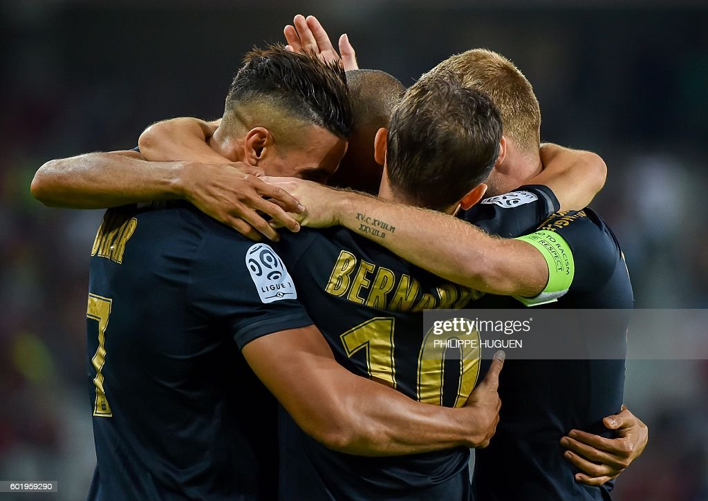 Monaco's Brazilian defender Fabinho (hidden) is celebrated by team mates after scoring a goal during the French L1 football match between Lille OSC (LOSC) and AS Monaco FC (ASMFC) at the Pierre-Mauroy Stadium in Villeneuve d'Ascq, near Lille, northern France, on September 10, 2016. / AFP / PHILIPPE
