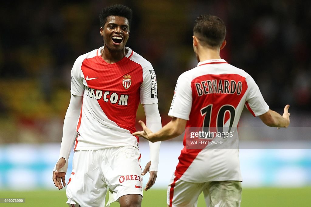 TOPSHOT - Monaco's Brazilian defender Jemerson (L) celebrates with Monaco's Portuguese midfielder Bernardo Silva after scoring a goal during the French L1 football match between AS Monaco and Montpellier at the Louis II Stadium in Monaco on October 21, 2016. / AFP / VALERY
