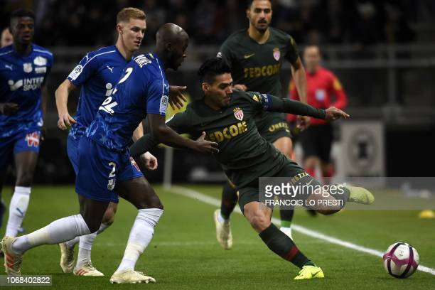 Monaco's Colombian forward Falcao tries to controls the ball during the French L1 football match between Amiens SC and AS Monaco at the Licorne...