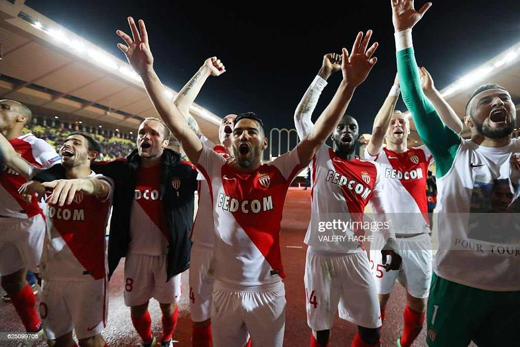 Monaco's Colombian forward Radamel Falcao (C) and his teammates celebrate after winning the UEFA Champions League group E football match AS Monaco and Tottenham Hotspur FC at the Louis II stadium in Monaco on November 22, 2016. / AFP / Valery HACHE