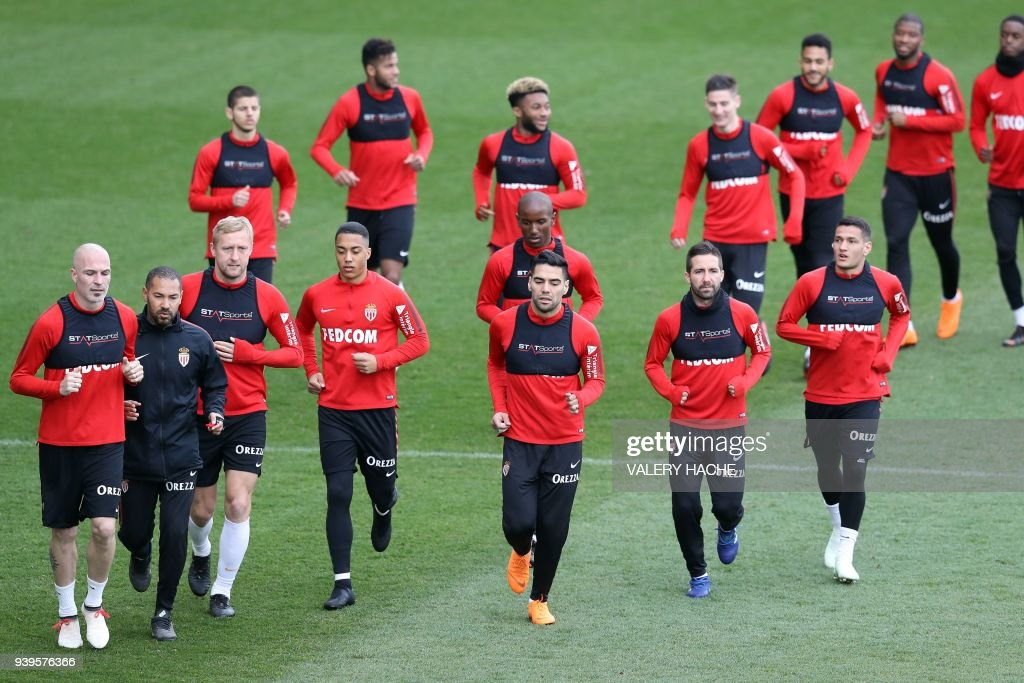 Monaco's Colombian forward Radamel Falcao (front row - 3rdR) and teammates run during a training session on March 29, 2018 at training camp in La Turbie near Monaco. /