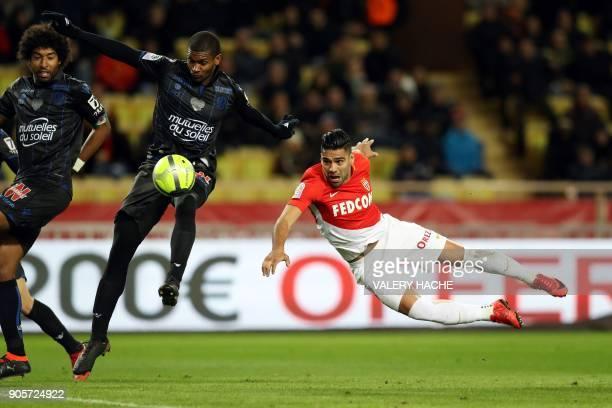 Monaco's Colombian forward Radamel Falcao vies with Nice's Brazilian defender Santos Marlon during the French L1 football match Monaco vs Nice on...