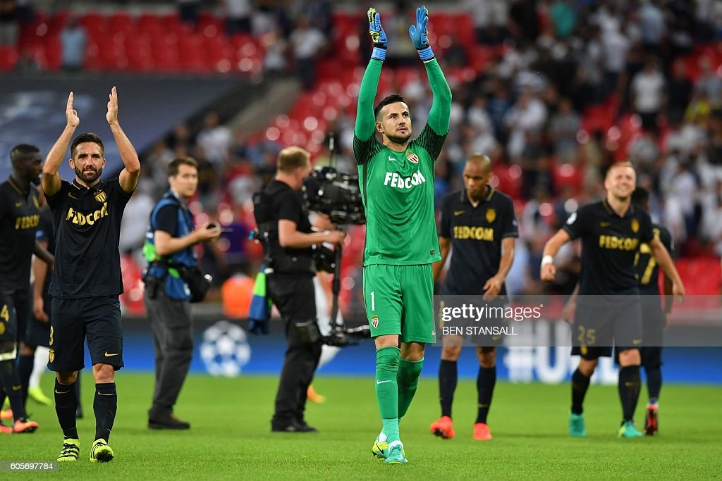 Monaco's Croatian goalkeeper Danijel Subasic (C) celebrates after winning the UEFA Champions League group E football match between Tottenham Hotspur and Monaco at Wembley Stadium in north London on September 14, 2016. / AFP / Ben STANSALL