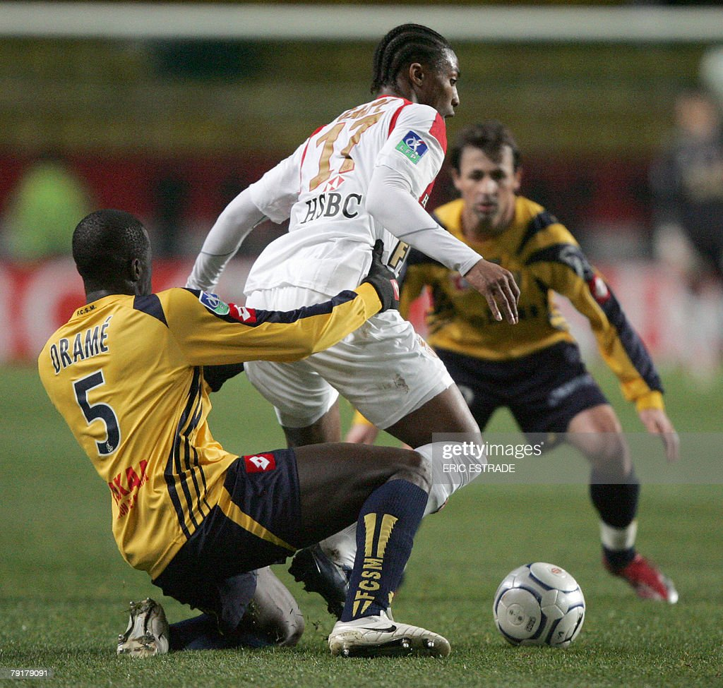 Monaco's forward Serge Gakpe (C) vies with Sochaux defender Boukary Drame (L) during their French L1 football match, 23 January 2008 at the Louis II stadium in Monaco.