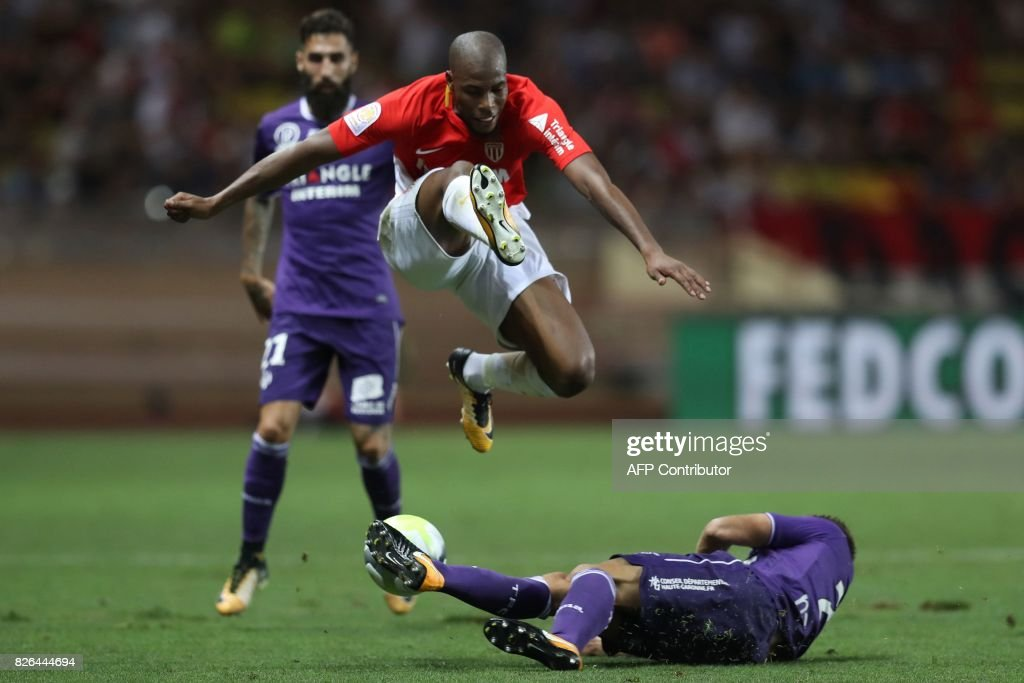 Monaco's French defender Djibril Sidibe (up) vies with Toulouse's French midfielder Alexis Blin during the French L1 football match between Monaco (ASM) and Toulouse (TFC) at Louis II Stadium in Monaco on August 4, 2017. /