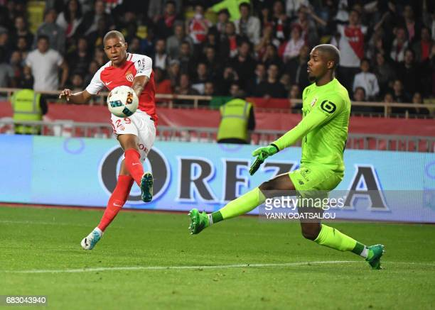 Monaco's French forward Kylian Mbappe Lottin kicks the ball during the French L1 football match between Monaco and Lille at the Louis II Stadium in...