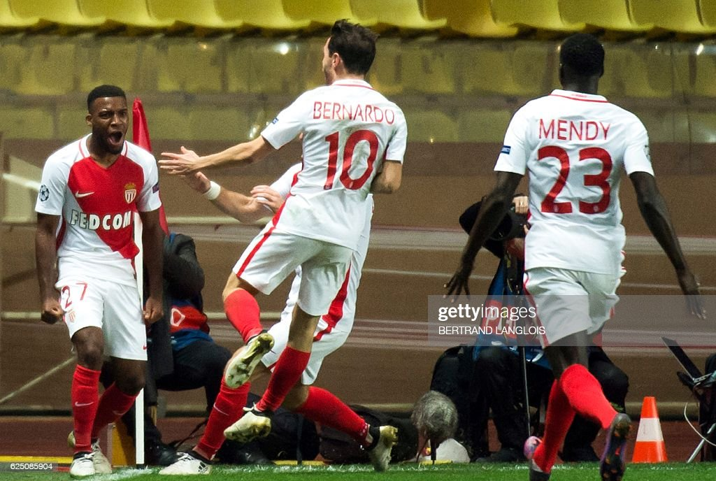 Monaco's French midfielder Thomas Lemar (L) celebrates with his teammates after scoring during the UEFA Champions League group E football match AS Monaco and Tottenham Hotspur FC at the Louis II stadium in Monaco on November 22, 2016. / AFP / BERTRAND