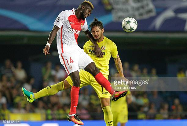 Monaco's midfielder Tiemoue Bakayoko vies with Villarreal's Brazilian forward Alexandre Rodrigues 'Pato' during the UEFA Champions League first leg...