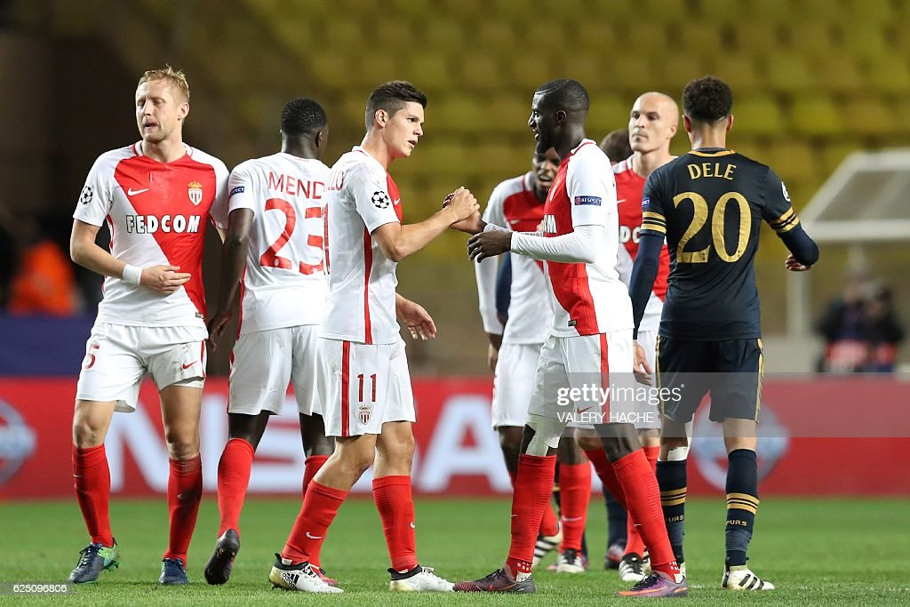 Monaco's players celebrate after winning the UEFA Champions League group E football match AS Monaco and Tottenham Hotspur FC at the Louis II stadium in Monaco on November 22, 2016. / AFP / Valery HACHE