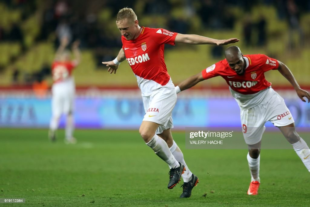 Monaco's Polish defender Kamil Glik (L) celebrates after scoring a goal during the French L1 football match Monaco vs Dijon on February 16, 2018 at the 'Louis II Stadium' in Monaco. /