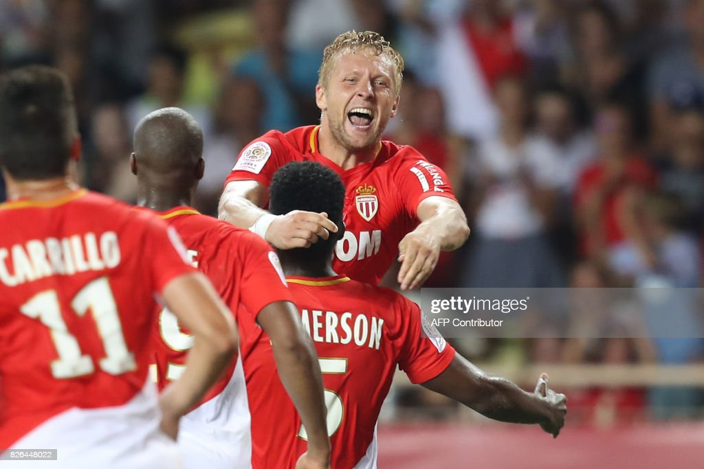 Monaco's Polish defender Kamil Glik (C) celebrates with teammates after scoring a goal during the French L1 football match between Monaco (ASM) and Toulouse (TFC) at Louis II Stadium in Monaco on August 4, 2017. /