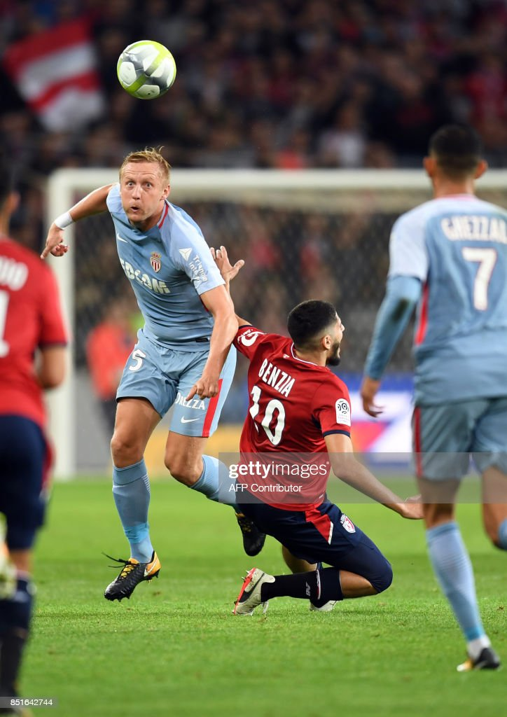 Monaco's Polish defender Kamil Glik (L) vies with Lille's French forward Yassine Benzia during the French L1 football match between Lille OSC (LOSC) and Monaco on September 22, 2017 at the Pierre-Mauroy Stadium in Villeneuve d'Ascq, near Lille, northern France. /