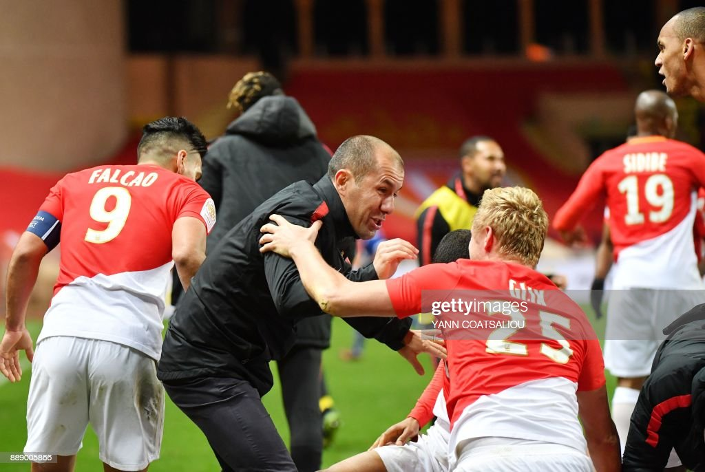 Monaco's Portuguese coach Leonardo Jardim (C) celebrates with his players after a goal during the French L1 football match between Monaco (ASM) and Troyes (ESTAC) at The Louis II Stadium in Monaco on December 9, 2017. /