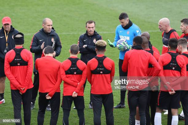 Monaco's Portuguese coach Leonardo Jardim speaks to players during a training session on March 29, 2018 at training camp in La Turbie near Monaco. /...