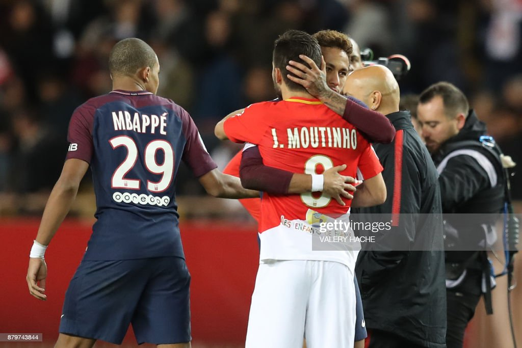 Monaco's Portuguese midfielder Joao Moutinho (front C) and Paris Saint-Germain's Brazilian forward Neymar (rear C) hugh at the end of the French L1 football match between Monaco and Paris Saint-Germain (PSG) at the Louis II stadium, in Monaco, on November 26, 2017. / AFP PHOTO / Valery HACHE
