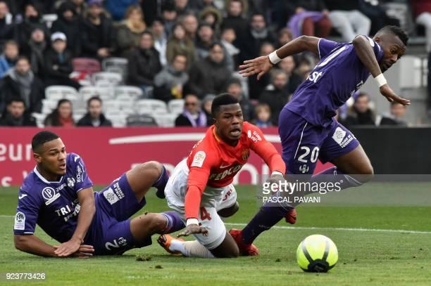 Monaco's Senegalaise forward Keita Balde vies with Toulouse's French defender Kelvin Amian and Toulouse's French Burkinabese defender Steeve Yago...