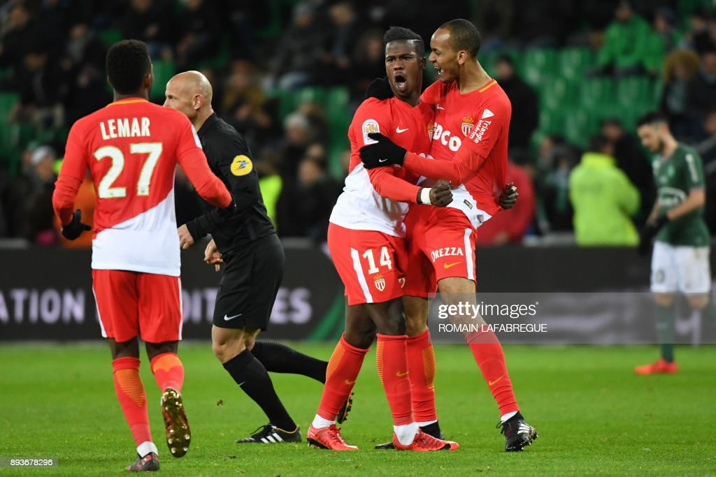 Monacos Senegalese forward Keita Balde (C) celebrates with teammates after scoring a goal during the French L1 football match between Saint-Etienne (ASSE) and Monaco (ASM) on December 15, 2017, at the Geoffroy Guichard stadium in Saint-Etienne, central-eastern France. /