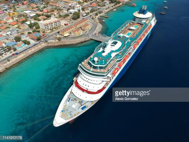 ms monarch in bonaire - moored stock pictures, royalty-free photos & images