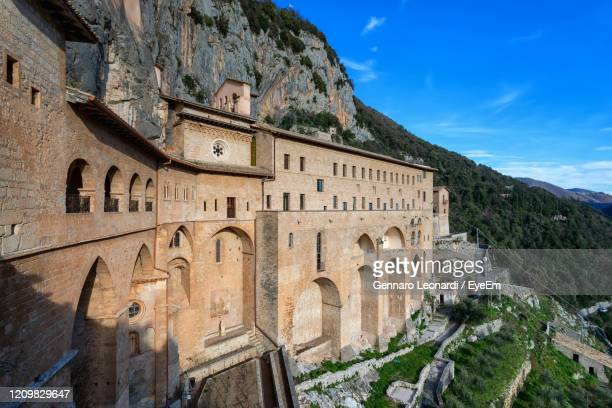 monastery of san benedetto, or sanctuary of the sacro speco, an ancient benedictine monastery - benedetto photos et images de collection
