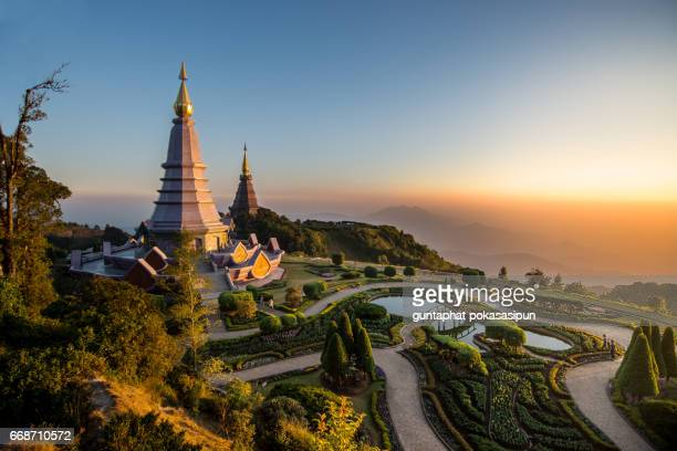 monastery on top of the montain - thailand stock-fotos und bilder