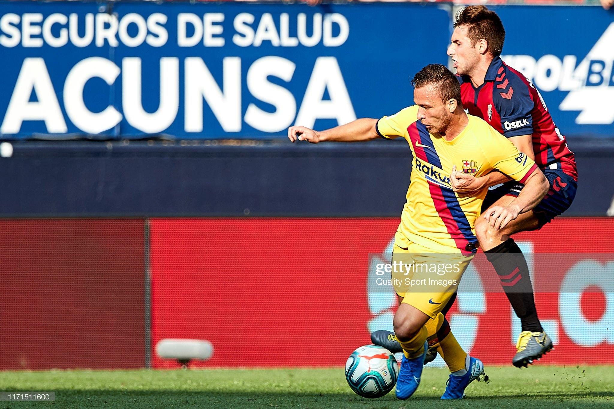 صور مباراة : أوساسونا - برشلونة 2-2 ( 31-08-2019 )  Moncayola-of-ca-osasuna-competes-for-the-ball-with-arthur-of-fc-the-picture-id1171511600?s=2048x2048