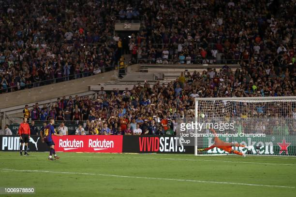 Monchu of FC Barcelona makes a penalty kick against Michel Vorm of Tottenham Hotspur during an International Champions Cup match at Rose Bowl on July...