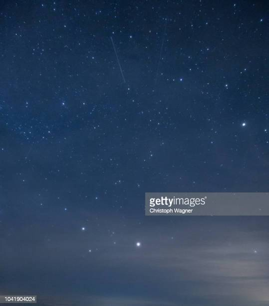mondfinsternis - sterne - star field stock pictures, royalty-free photos & images