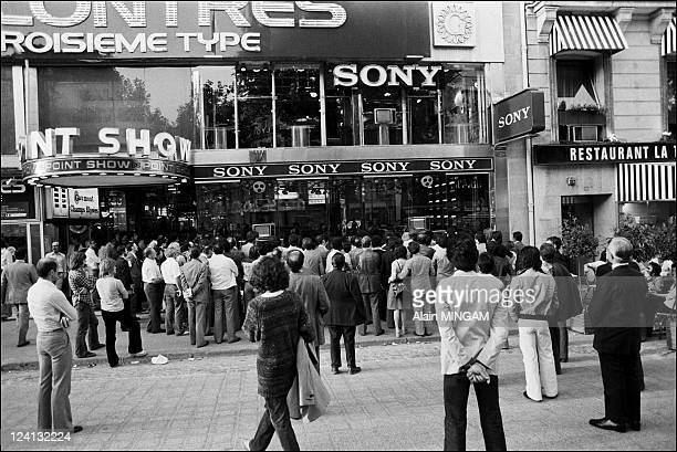 Mondial 1978 11th World Soccer Cup in Paris France on May 01 1978 People watching the first game Poland vs West Germany 00 on TV