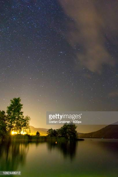 mondsee bei nacht - nacht stock pictures, royalty-free photos & images