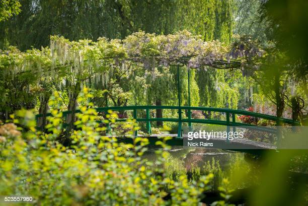 monet's house and garden, giverny, france - claude monet stock pictures, royalty-free photos & images