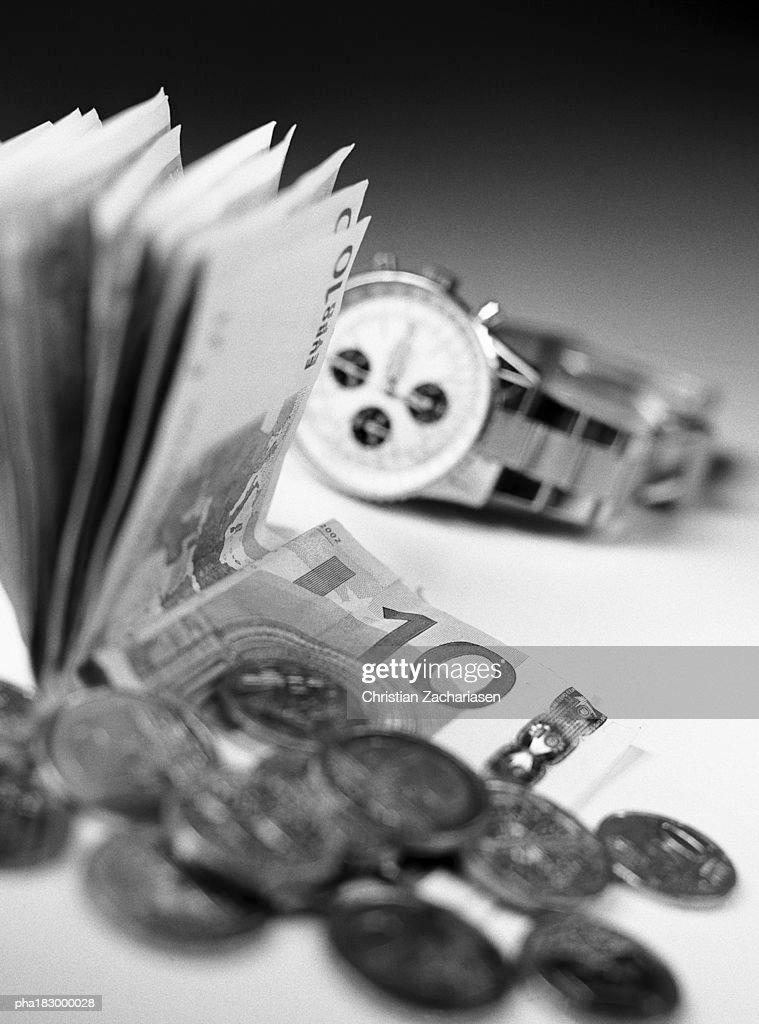 Money and watch, close-up, b&w : Stockfoto