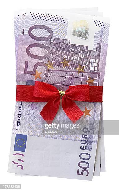 dinero regalo (ruta - billete de banco de quinientos euros fotografías e imágenes de stock