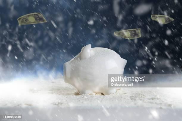 money in the storm - börsencrash stock-fotos und bilder