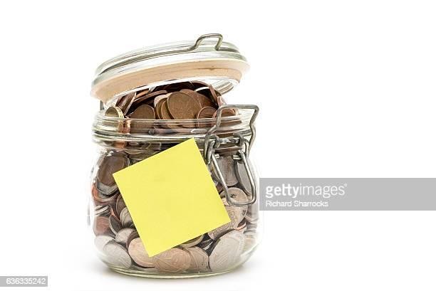 money jar and note - モーペス ストックフォトと画像