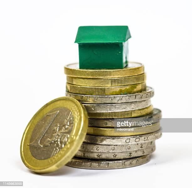 money load for a house concept - bank icon stock-fotos und bilder