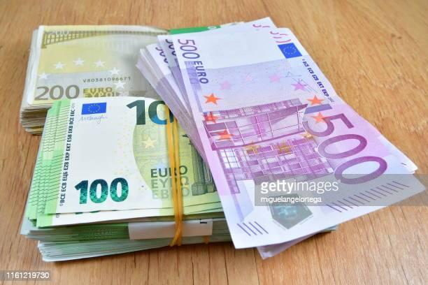 Billete De Banco De Quinientos Euros Fotografias E Imagenes De Stock Getty Images