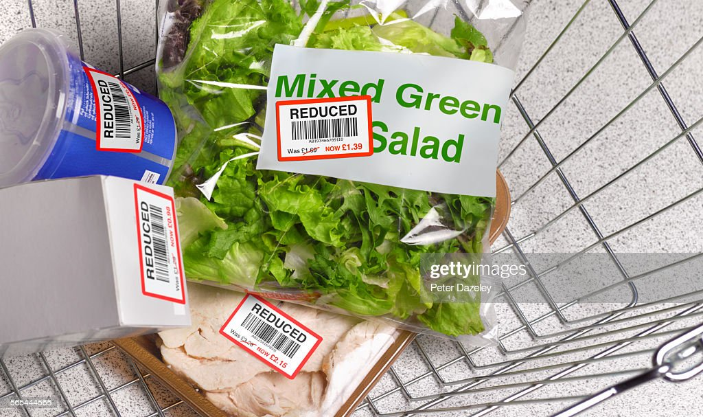 Money off shopping in supermarket basket : ストックフォト