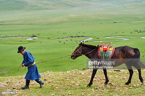 mongolia, arkhangai, mongolian horserider - pastora vega fotografías e imágenes de stock