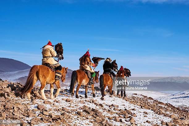 mongolia, bayan-olgii, eagle hunter - 中央アジア ストックフォトと画像