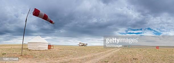 Mongolie grasslands airfield Biplan Yourte Chine