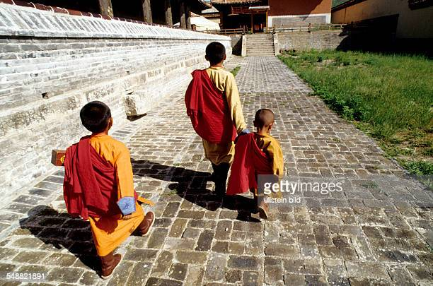 Mongolia, Novices on their way to prayer in the Buddhist Amarbayasgalant monastery.